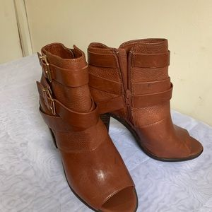 Gianni bini ankle boots size 7.5 brown color